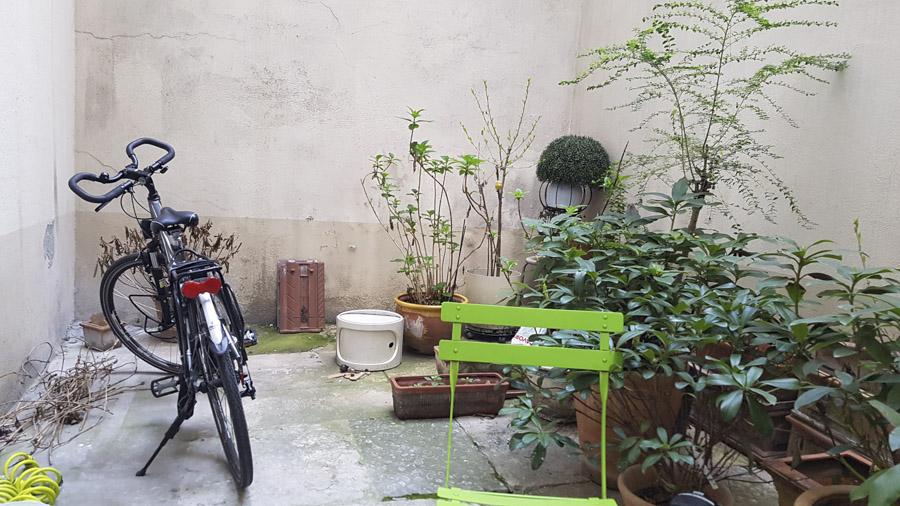 Hôtel Simplon à Lyon - une court intérieure où laisser gratuitement son vélo. Il y a aussi des box (payant)