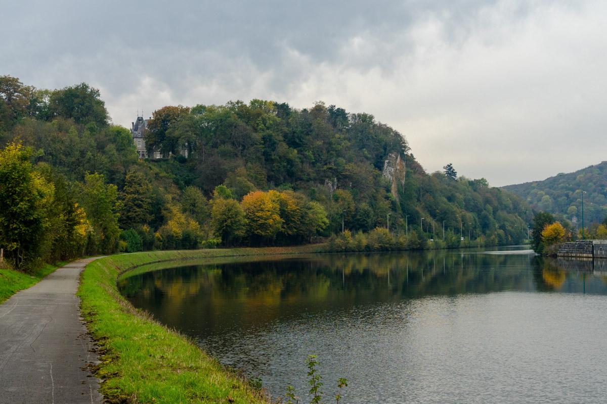 Eurovélo 5 et Eurovélo 19 dans la vallée de la Meuse en Wallonie, Belgique